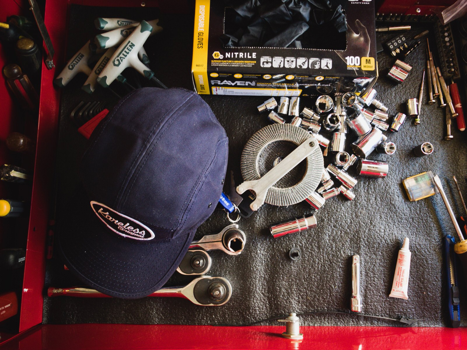 Karless hat on tools